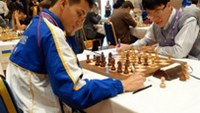Vietnam's No.1 chess player Le Quang Liem (R) beat Filipino Oliver Barbosa in the first round to advance at the World Cup 2013 in Tromso, Norway on Monday local time.