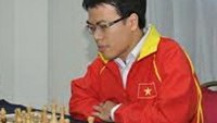 Vietnam's No.1 player Le Quang Liem (L) was in the lead after day one of the two-day 2013 World Blitz Chess Championship in Russia