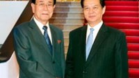 Kim Yong Nam, Chairman of the Democratic People's Republic of Korea's Supreme People's Assembly (left), meets with Vietnam Prime Minister Nguyen Tan Dung in Hanoi on August 7.