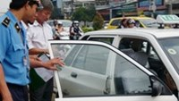 A fake taxi cab disguised with trusted Mai Linh markings busted on a HCMC street in July