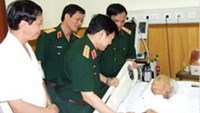 A picture of General Vo Nguyen Giap published on Quan Doi Nhan Dan (People's Army) newspaper when senior military officials visited him at the Army General Hospital 108 on July 19. He turned 102 on