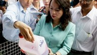 Health Minister Nguyen Thi Kim Tien checks a can of juice additive at the Kim Bien Market in HCMC on December 17.