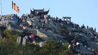 A man was found alive by rescuers after falling down a ravine at the Yen Tu mountain, a Buddhist attraction in northern Vietnam.