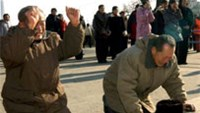 Kim's body on show in N.Korea amid mass mourning