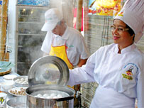 Saigon park hosts int'l food festival