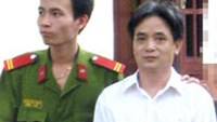 Tran Van Lap (R) at the trial in Ho Chi Minh City on July 30.