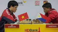 Le Quang Liem (L) plays Filipino Legaspi Rhobel in their first game at the HD Bank International Chess Open in Ho Chi Minh City on Friday.