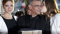 French lesbian love story wins top prize at Cannes