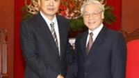 Party General Secretary Nguyen Pu Trong with new Chinese ambassador Kong Xuanyou in Hanoi on Friday