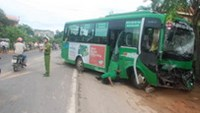 The bus on Quang Ngai road after its collision with a container truck, Sunday