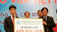 The 28-ranked GM Le Quang Liem (L) will receive US$150,000 from the Vietnam Chess Federation in four years, Photo by VnExpress.
