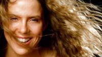 American country music Mary McBride will perform in Ho Chi Minh City, Quang Tri, and Hue in April.