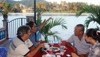 Tourists having a riverside lunch at Nam Son restaurant in Nha Trang. Photo: Nguyen Chung