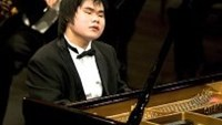 Blind Japanese pianist eager to shine bright in Vietnam