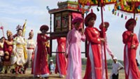 People carry palanquins along the banks of the Thu Bon River during the Thu Bon Festival in March last year