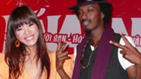 Vietnam Idol 2007 Phuong Vy (L) and artist K'naan at a concert in Ho Chi Minh City