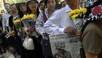 Mourners line up on a street leading to the late Gen. Vo Nguyen Giap's house in Hanoi to pay respects to the revered Vietnamese military hero on October 8, 2013. Photo: AFP