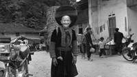 A black and white photo on ethnic minority groups in Vietnam taken by Sébastien Laval now on display at the Ho Chi Minh City Museum and the Independence Palace