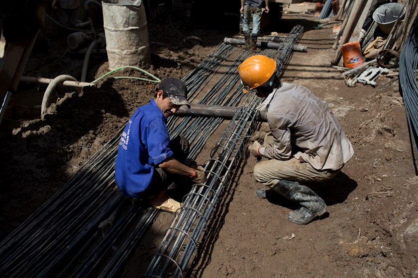 Laborers work at a construction site in Hanoi. Whilst foreign direct investment is important to economic growth and development of any country, a government cannot be held hostage to any one company, analysts say. Photo credit: Bloomberg