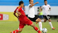 Nguyen Duc Thien (R), one of six Dong Nai Football Club players investigated by police for match-fixing, vies for the ball with a Quang Ninh player in a game on Jul. 20