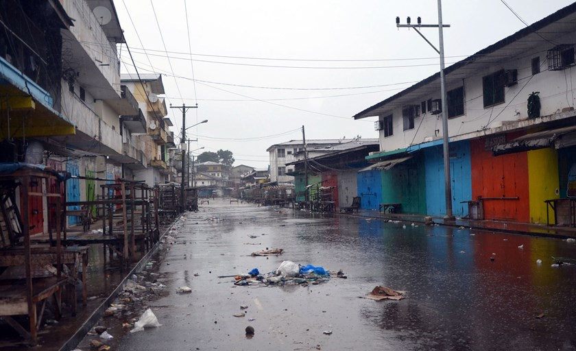 Shops remain closed in Monrovia's West Point slum as part of quarantine measures to contain the spread of Ebola on August 20, 2014. Photo: AFP