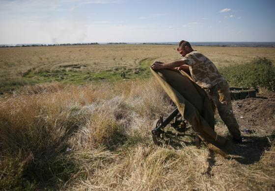 An Ukrainian serviceman is seen at his position near the eastern Ukrainian town of Luhansk, August 26, 2014. Photo credit: Reuters