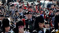The massed pipe bands play at the annual Braemar Highland Gathering in Braemar, Scotland September 6, 2014. The referendum on Scottish independence will take place on September 18, when Scotland will vote whether or not to end the 307-year-old union with