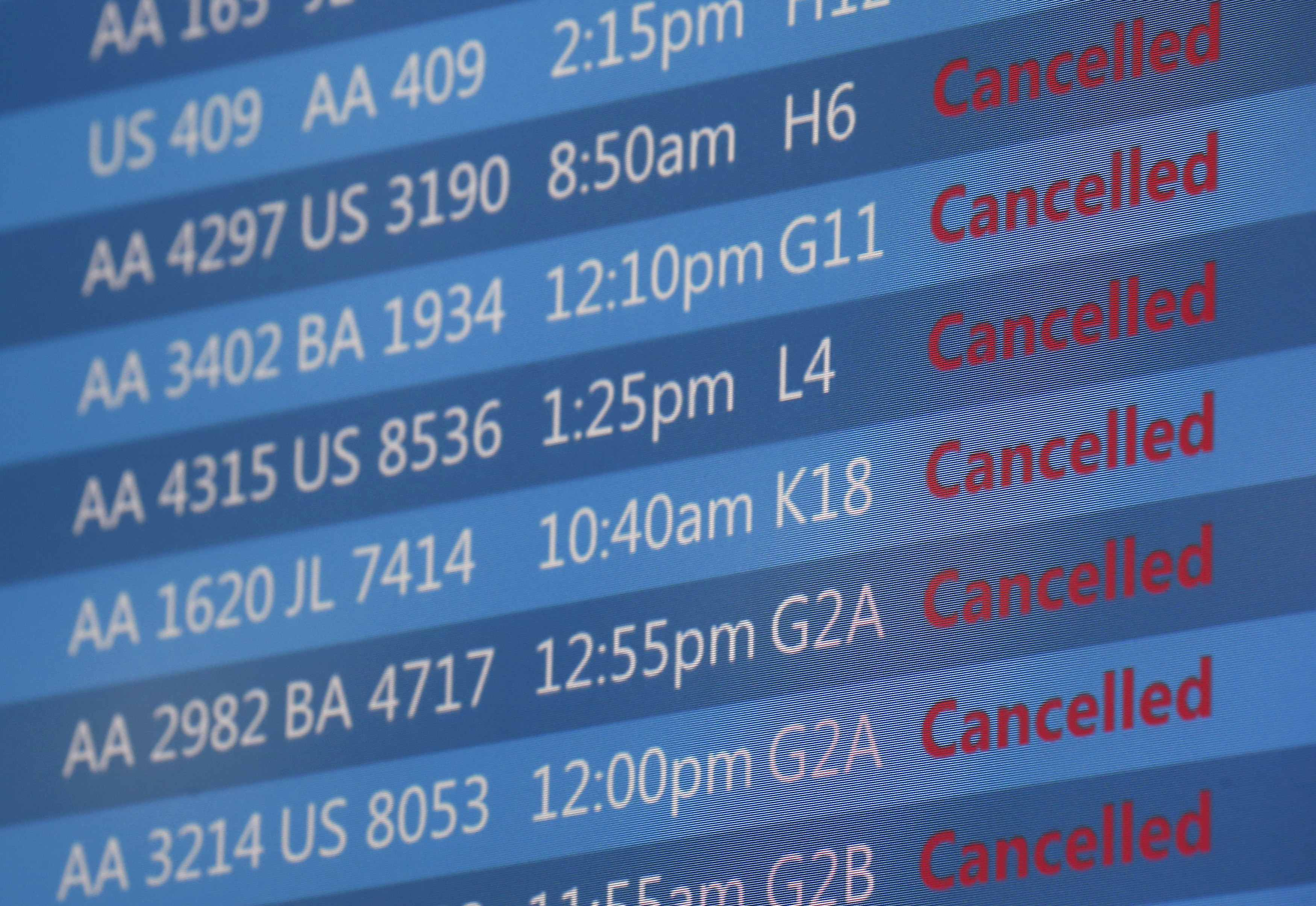 U.S. flight woes linger after Chicago air traffic center fire