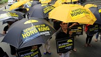 Activists protest in front of the Chinese Consular office in Makati city, metro Manila October 2, 2014. Photo credit: Reuters