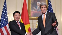 US Secretary of State John Kerry (R) shakes hands with Vietnamese Deputy Prime Minister and Foreign Minister Pham Binh Minh ahead of a working lunch on October 2, 2014 at the State Department in Washington, DC. Photo: AFP