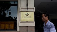 A man walks past the Hanoi Stock Exchange in Hanoi, Vietnam, on May 30, 2014.  Photo credit: Bloomberg