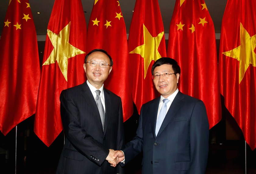 China's State Councillor Yang Jiechi (L) poses with Vietnam's Deputy Prime Minister and Foreign Minister Pham Binh Minh at the International Convention Center inHanoi, October 27, 2014. Photo credit: Reuters