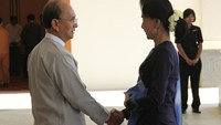 Myanmar opposition leader Aung San Suu Kyi shakes hands with Myanmar's President Thein Sein at the presidential palace in Naypyitaw October 31, 2014. Photo credit: Reuters