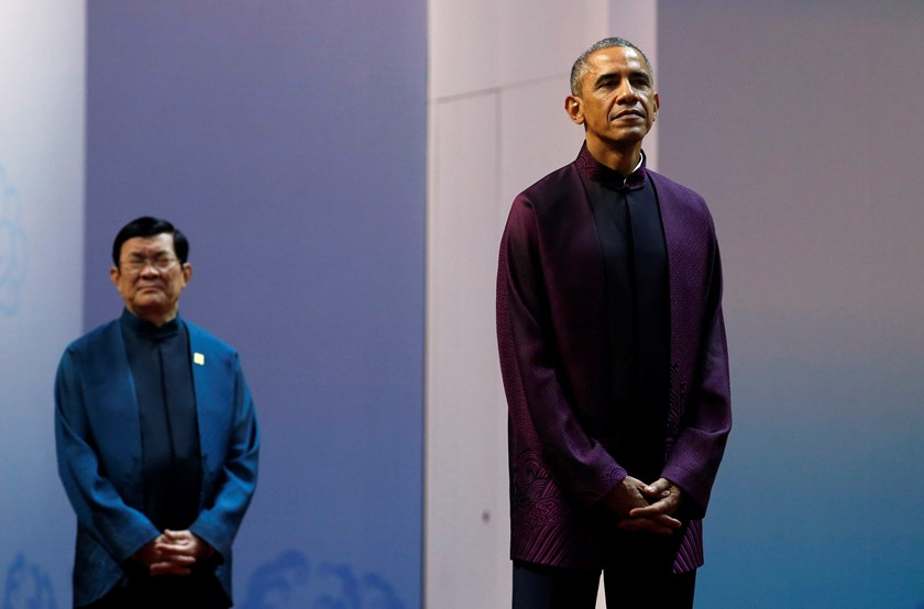 U.S. President Barack Obama (R) waits in front of Vietnam's President Truong Tan Sang before being greeted by China's President Xi Jinping (not pictured) during the APEC Welcome Banquet at Beijing National Aquatics Center, or the Water Cube, in Beijing, N