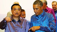 China's Premier Li Keqiang (L) and U.S. President Barack Obama talk at the 25th Association of Southeast Asian Nations (ASEAN) summit in Naypyitaw November 12, 2014. Photo credit: Reuters