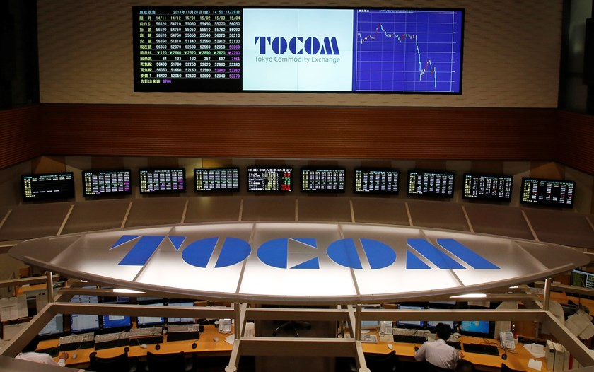 Employees of Tokyo Commodity Exchange (TOCOM) look at monitors as other monitors on the wall show the prices of crude oil (top left) and a graph of the recent fluctuations of crude oil prices (top R) at the trading room of TOCOM in Tokyo November 28, 2014