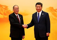 Philippine President Benigno Aquino (L) shakes hands with China's President Xi Jinping during a welcoming ceremony at the Asia Pacific Economic Cooperation (APEC) forum, at the International Convention Center at Yanqi Lake, in Huairou district of Beijing,