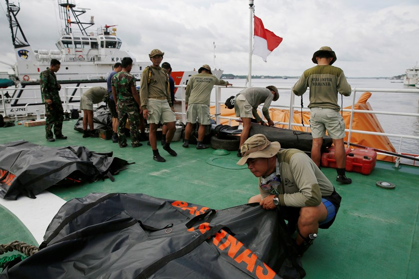 Indonesia Marine divers prepares their gear on deck of SAR ship Purworejo for search operation of passenger onboard AirAsia flight QZ8501 at Kumai port, Pangkalan Bun district January 1, 2015. Photo credit: Reuters