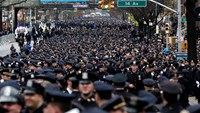 A huge crowd of police fill 65th street for the funeral of New York Police Department officer Wenjian Liu in the Brooklyn borough of New York January 4, 2015. Photo credit: Reuters