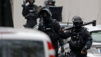 Members of French special police forces of Research and Intervention Brigade (BRI) are seen at the scene of a shooting in the street of Montrouge near Paris January 8, 2015. Photo credit: Reuters