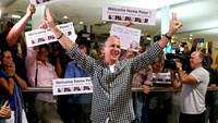 Australian journalist Peter Greste gestures upon his return home at Brisbane International Airport, early February 5, 2015. Photo credit: Reuters