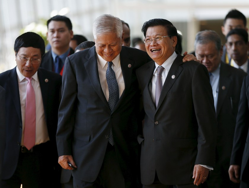 Vietnam's Foreign Minister Pham Binh Minh (L), Philippines' Foreign Minister Albert del Rosario (C) and Laos' Foreign Minister Thongloun Sisoulith (R) arrive at the foreign ministers' meeting for the ASEAN summit in Kuala Lumpur, Malaysia, April 26, 2015.