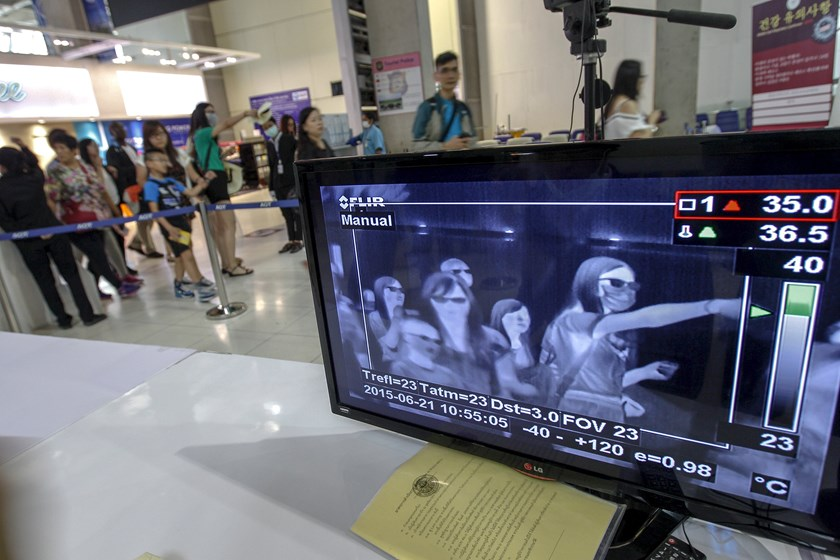 A monitor connected to a body temperature scanner shows flight passengers arriving at Bangkok's Suvarnabhumi International Airport, Thailand, June 21, 2015. Photo: Reuters