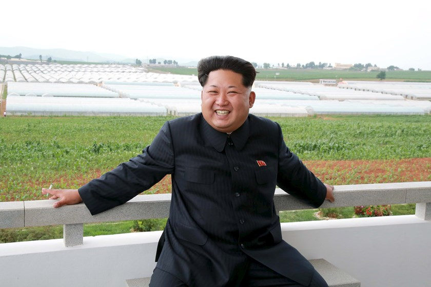 North Korean leader Kim Jong Un gives field guidance to the Jangchon Vegetable Co-op Farm in Sadong District, Pyongyang City, whose looks have undergone a radical change to be a model and a standard of the socialist rural cultural construction, in this undated photo released by North Korea's Korean Central News Agency (KCNA) on June 30, 2015. Photo: Reuters