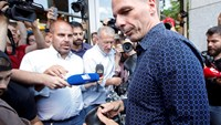 Former Greek Finance Minister Yanis Varoufakis is surrounded by the media as he leaves the Finance Ministry in Athens, Greece July 6, 2015. Varoufakis announced his resignation on Monday, a day after Greeks delivered a resounding 'No' to the conditions of a rescue package. Photo: Reuters
