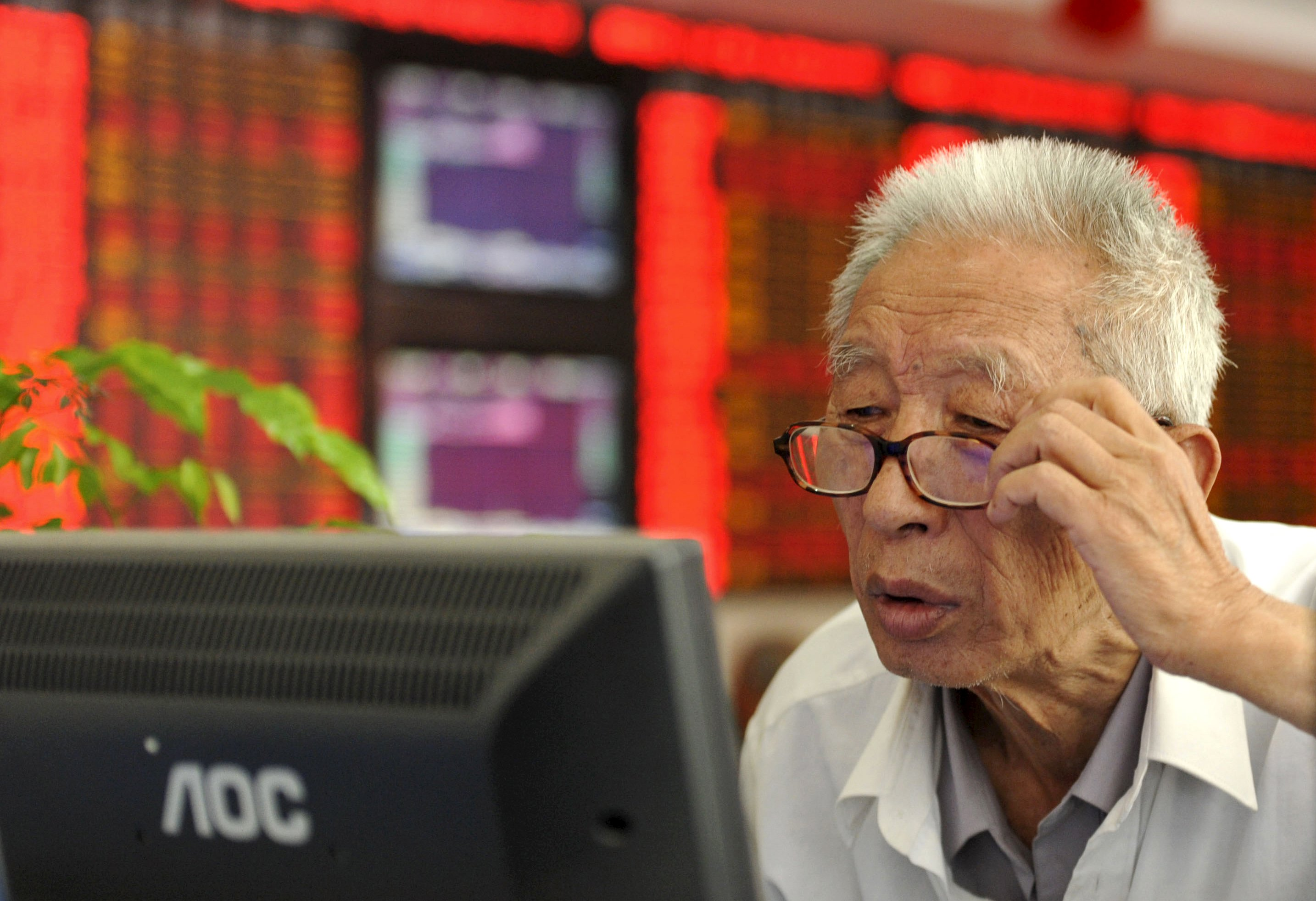 US funds not bailing on China yet amid free-fall in stocks