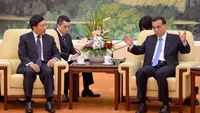 Chinese Premier Li Keqiang (R) speaks as he meets with Vietnamese Foreign Minister Pham Binh Minh (L) at the Great Hall of the People in Beijing on June 18, 2015.  Photo: Reuters