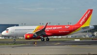 Taxiing plane turns around to dump potty-mouthed passenger