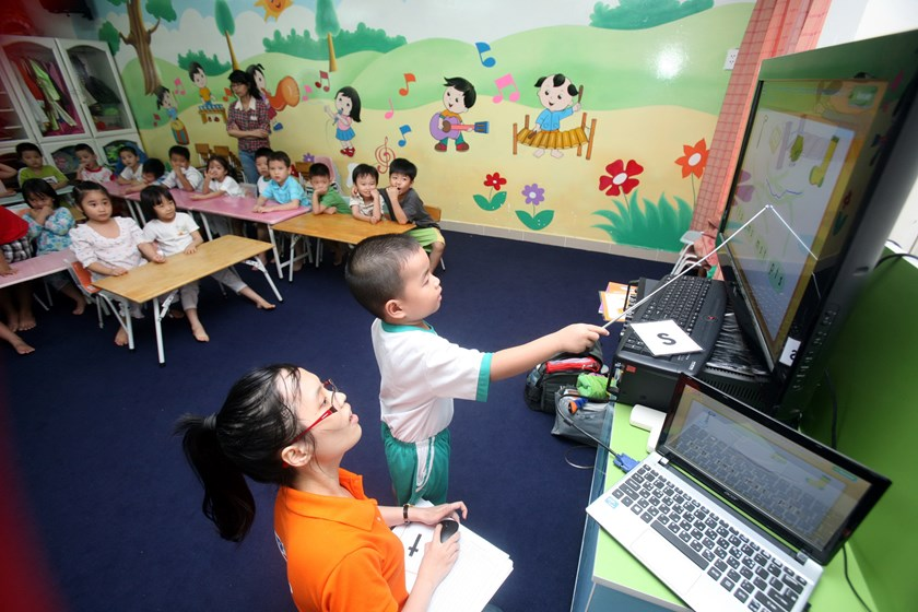 In Vietnam hub, schools blow millions of dollars in white board boondoggle