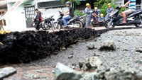 Explosion splits Vietnam hub road into parts in heavy rain